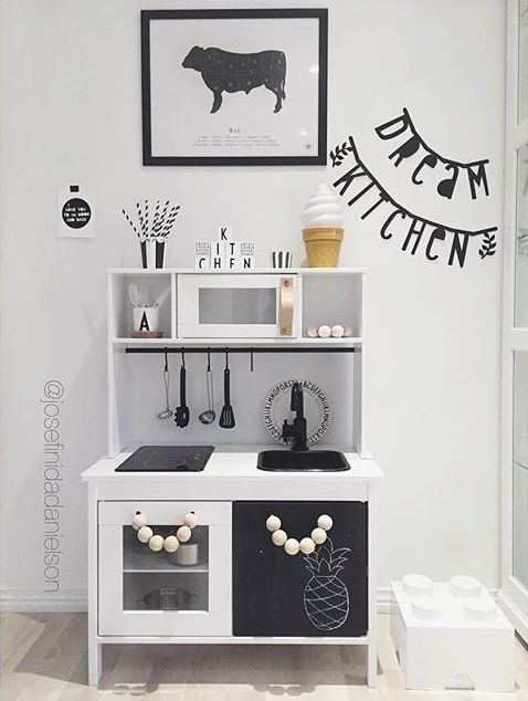 ikea hacks die 10 sch nsten kinderk chen. Black Bedroom Furniture Sets. Home Design Ideas